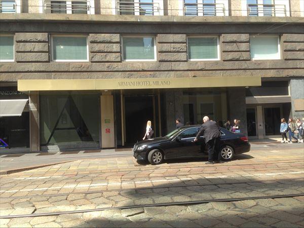 アルマーニホテルの入り口