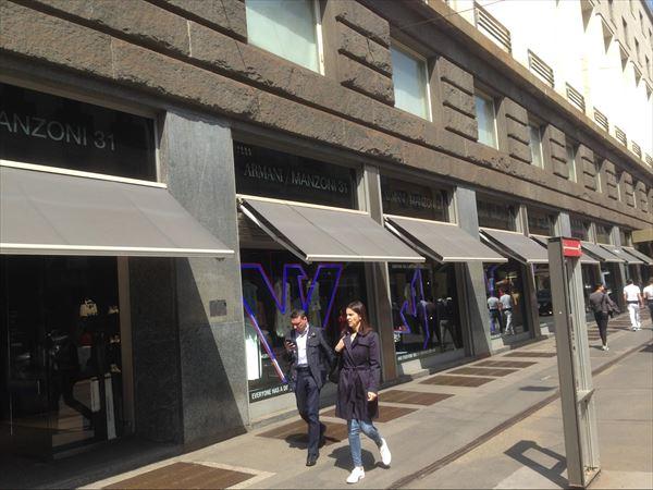 ホテル隣接のアルマーニ本店