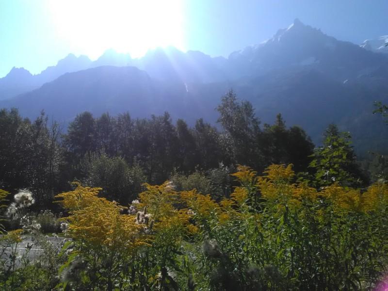 レ・ぺラン駅から登山道に入り数分 明け方のトレーニングコース