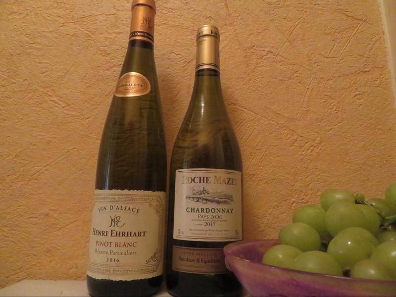 左側のボトルがアルザス地方のワイン