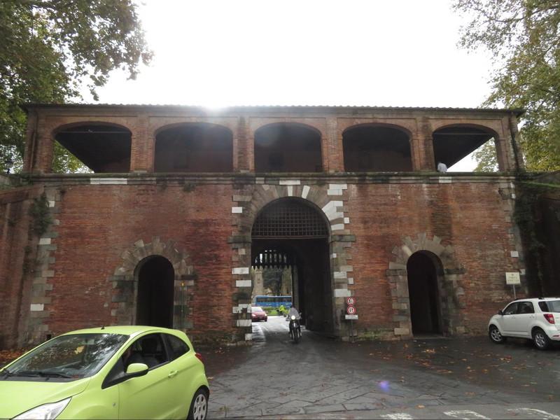 サンピエトロ門城壁内部