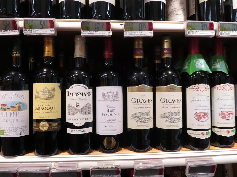 フランスのスーパーでも圧倒的な種類を誇るボルドー産のワイン